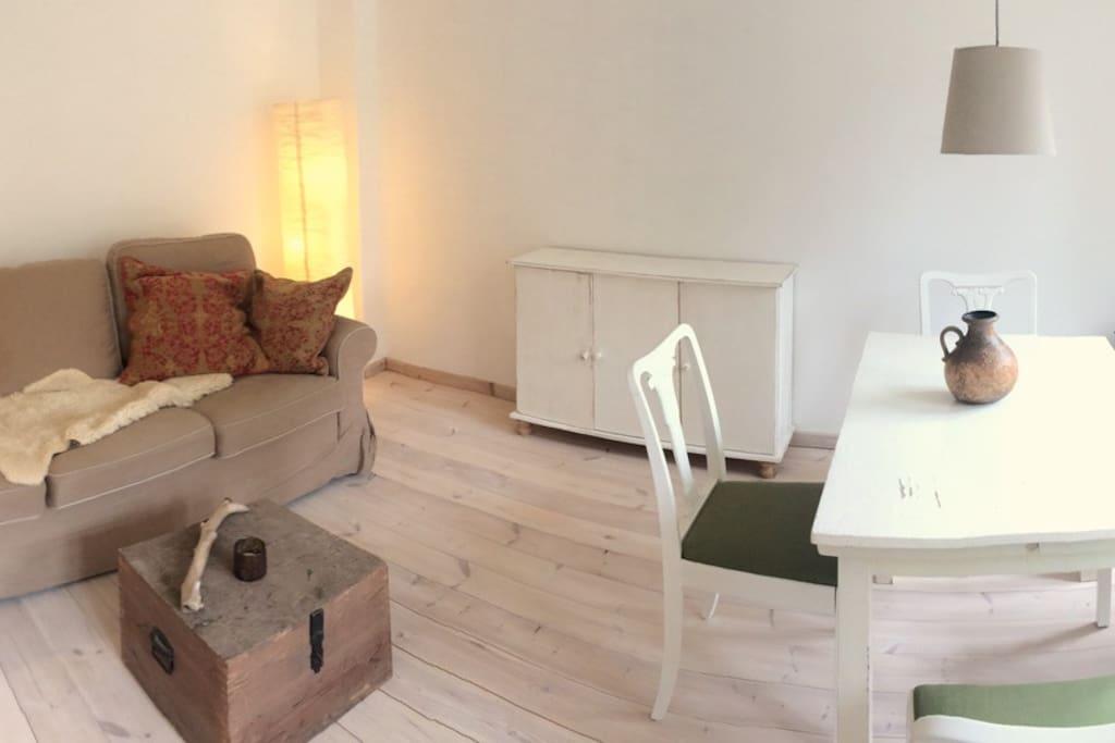 Wohn-/Essbereich mit Schlafcouch 1,60m x 2m