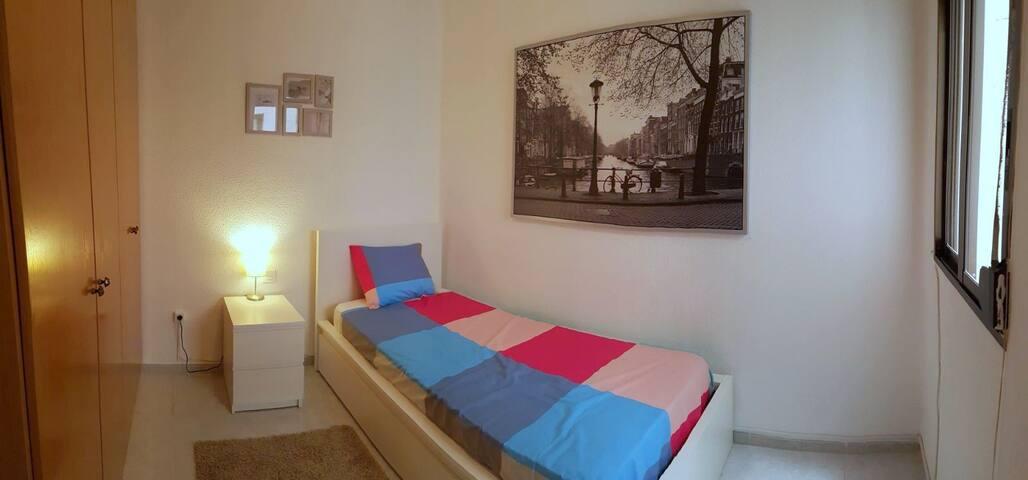Habitación privada en amplio apt. en Castellón