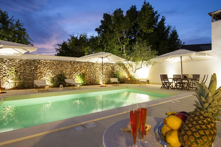 Faber Mono - Vacation Rental with swimming pool in Racale, Puglia