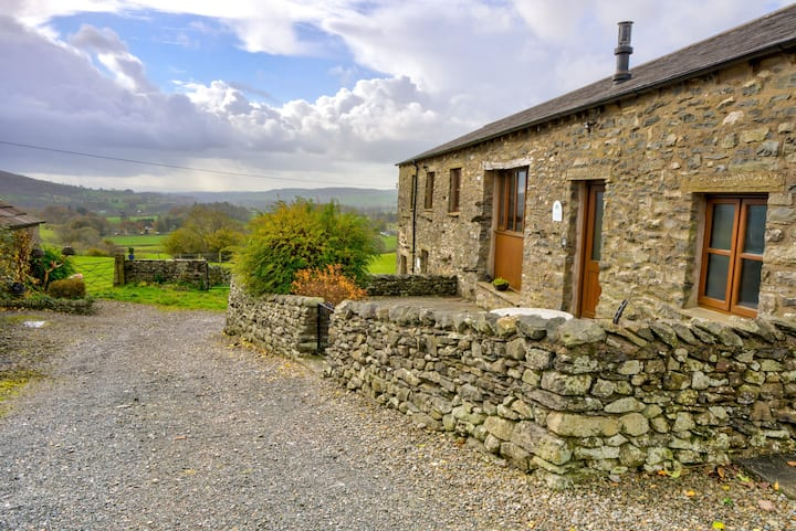 Whernside View | Farm cottage, 1-mile from Sedbergh, on the Dales Way