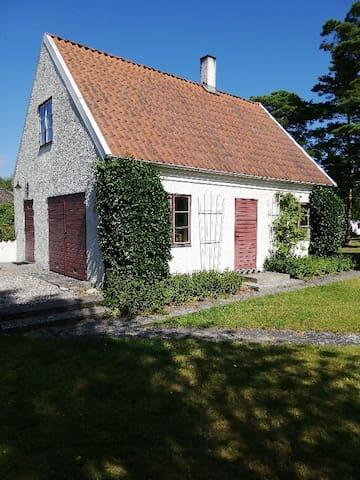 Lantligt gårdshus 8 km från Visby