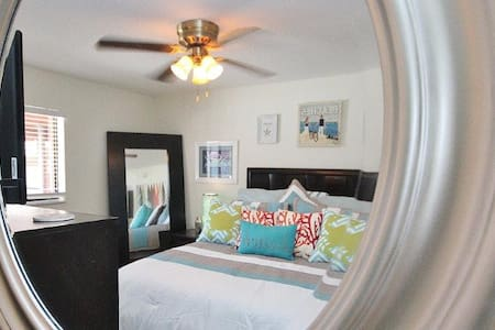 Royal Orleans 111 - Sweet condo in Redington Beach - Redington Beach