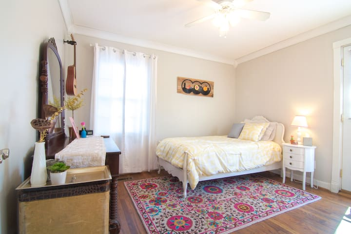 Sweet Cottage Bedroom Hideaway - Nashville - Hus