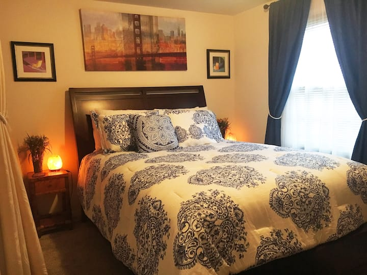 2 Person Suite w Queen Bed- In Downtown Rochester!