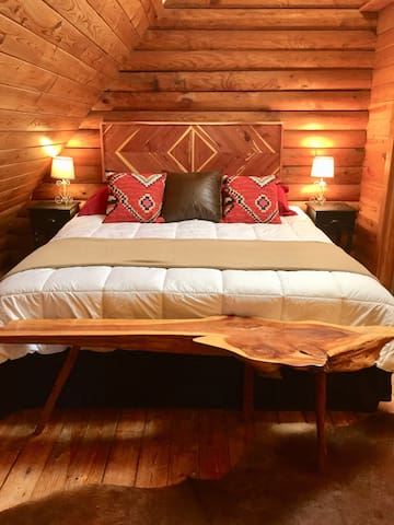 Cozy Log Cabin Lookout Mountain Fireplace King Bed