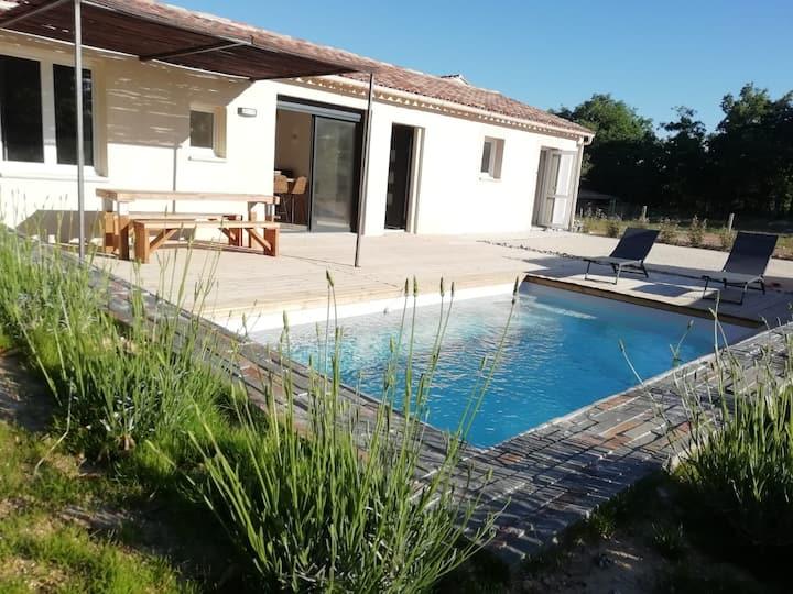 Villa pleine campagne, piscine chauffée , Lubéron