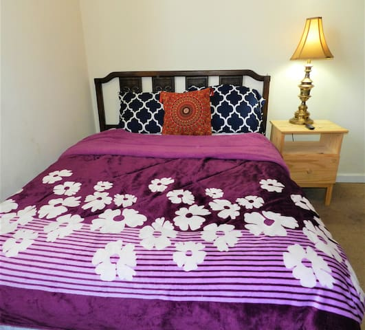 ComfyPrivateRoom 1/University/Parking/TV/WEEK $175