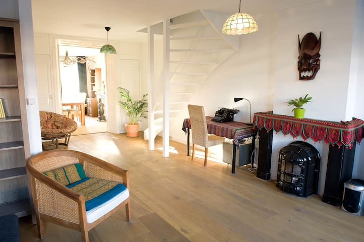 "BRIGHT, 2 storey 2 bedroom apartment in ""the PIJP"" - Amsterdam"