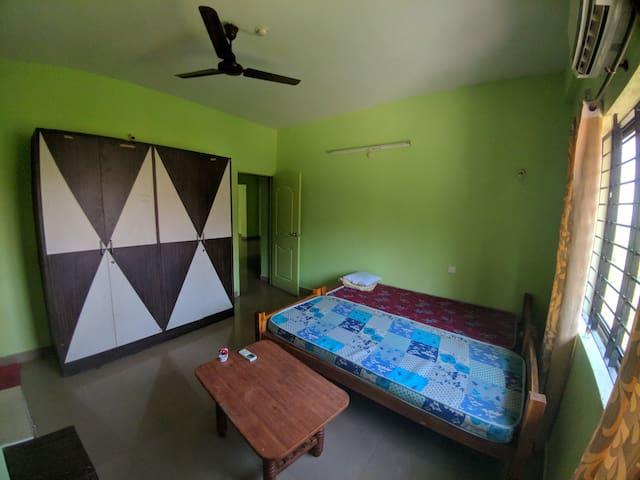 A cozy AC private room in prime location