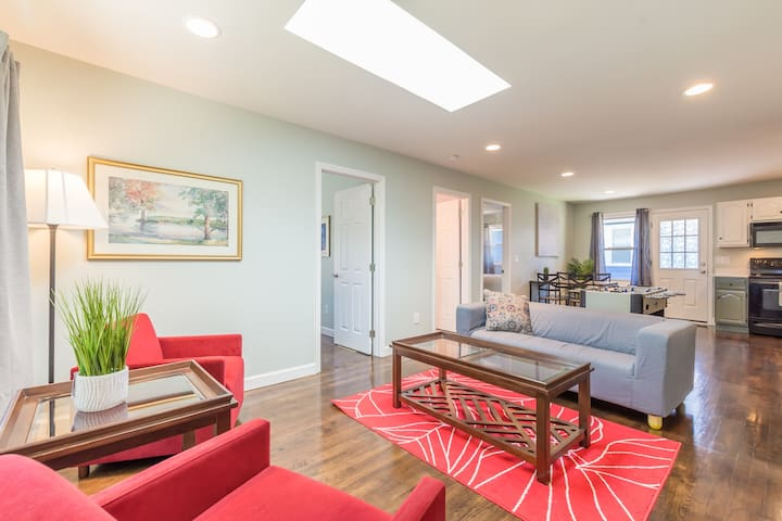 💫 Brand Spanking New! 💫 2 BR, 5 min to downtown