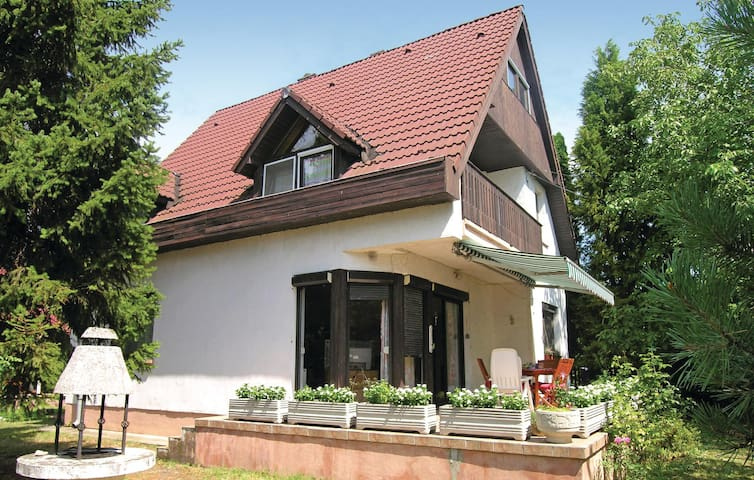 Holiday cottage with 5 bedrooms on 130m² in Zánka