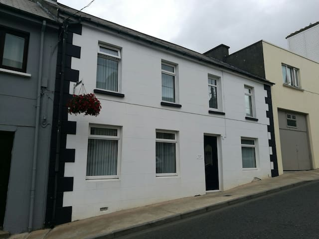 Beautiful Carndonagh Townhouse with fab reviews!