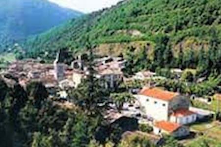 Rez de chaussée dans maison villageoise - Saint-Laurent-le-Minier - Leilighet
