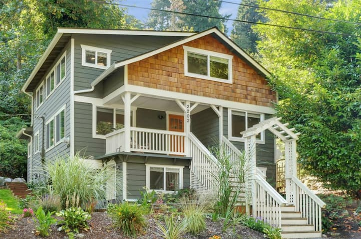 Daylight basement in secluded 100 year old Craftsman home near waterfront— completely private and separate from host living area with its own entry