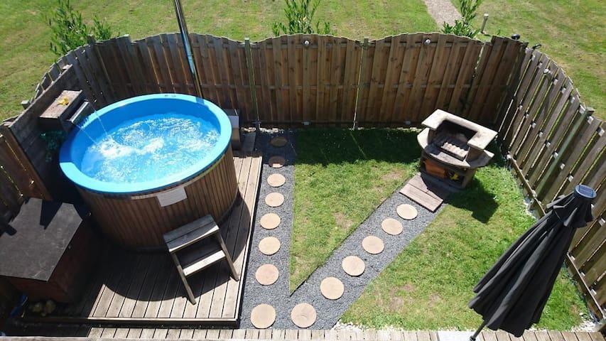 Ferienwohnung - eigener Pool - bis zu 5 Personen - an Badesee gelegen