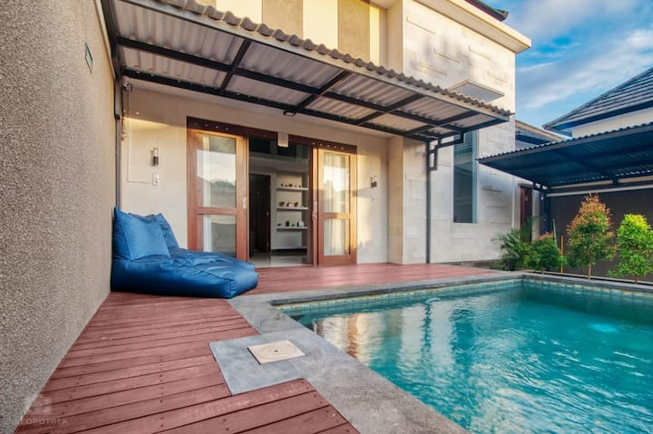 Kencana House private pool