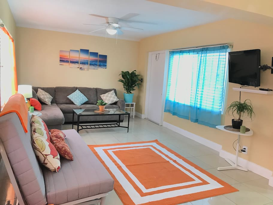 Beach Place Beach Supplies Wifi Netflix Apartments For Rent In Pompano Beach Florida United