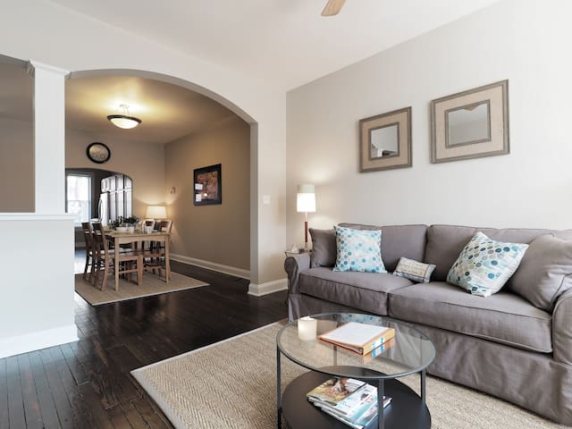 Lux 3 BR Patterson Park rowhome near Hopkins for 7 - Baltimore - Casa