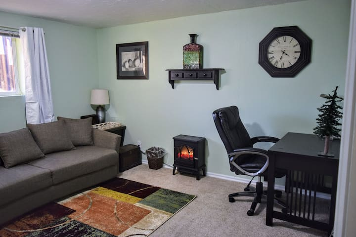 Cozy & Ideal for Long Stays: Kitchen-Desk-WiFi-BBQ