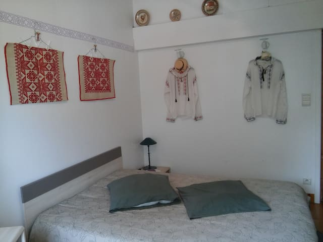ROMANIAN SINGLE ROOM