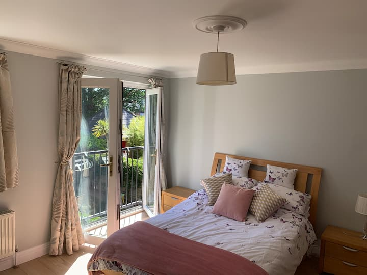 Beautiful south facing room, private shower room