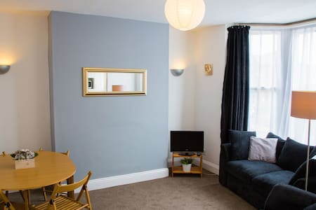 Central apartment sleeps 6 - Scarborough