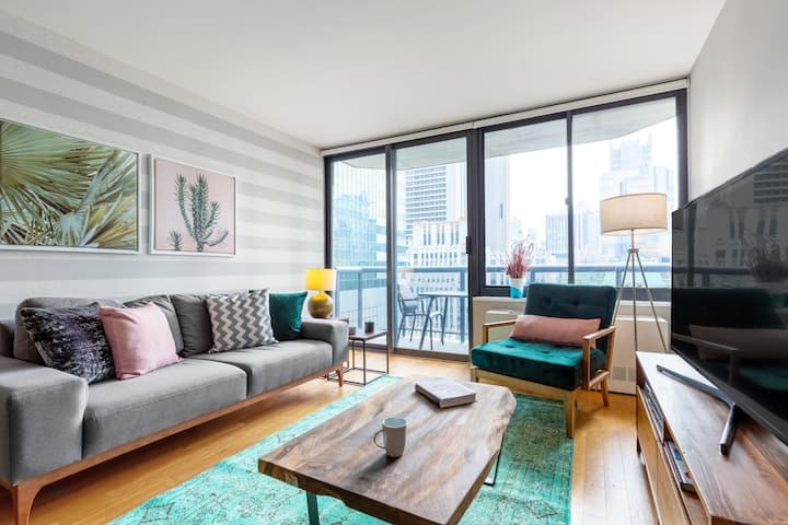 Mod + Lux Theater District 1BR w/ Indoor pool by Blueground