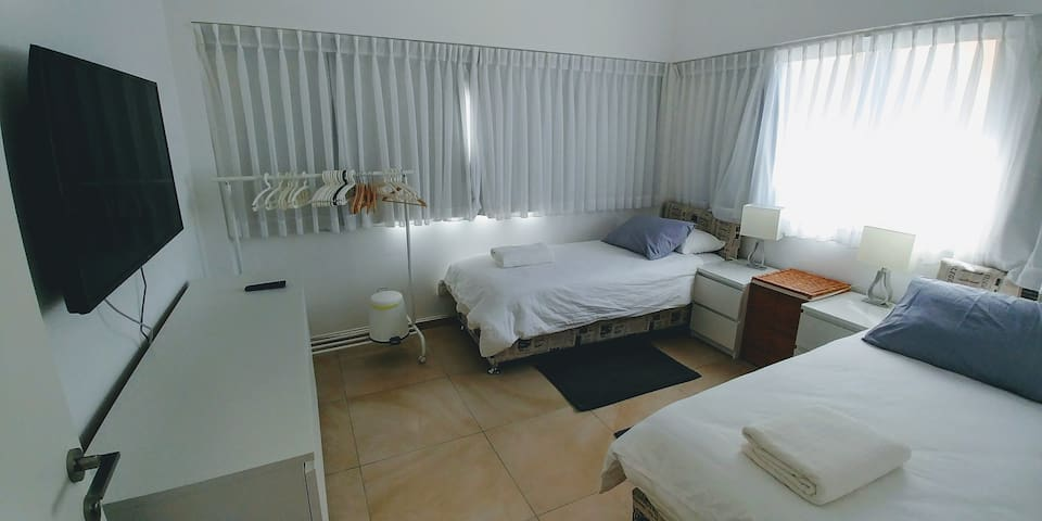 7B.2 Private Room with 2 Beds in the City Center