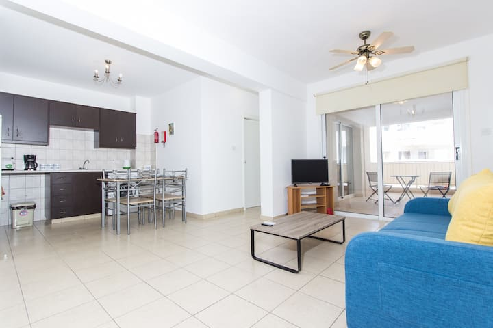 Modern 1 Bedroom Apartment with Shared Pool - D21