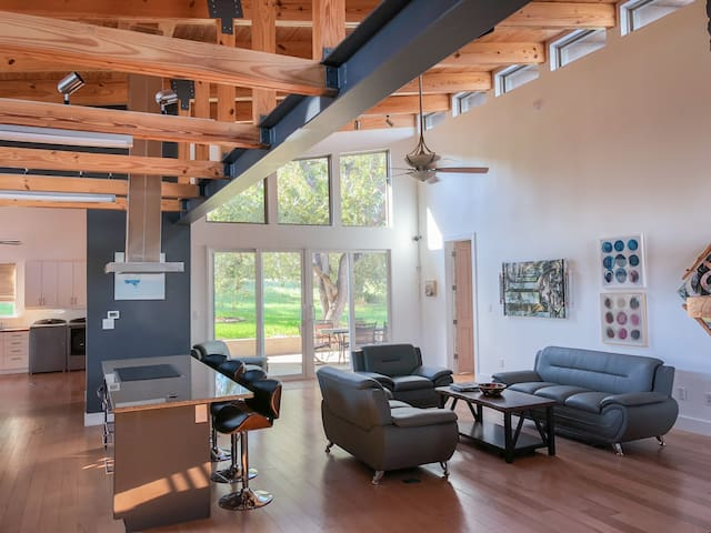 Modern Texas Retreat Getaway- exquisite home!