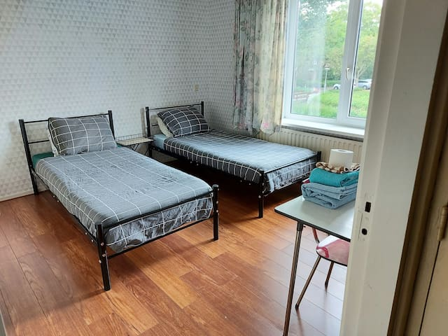 A Economy Room close to Amsterdam/Free Parking