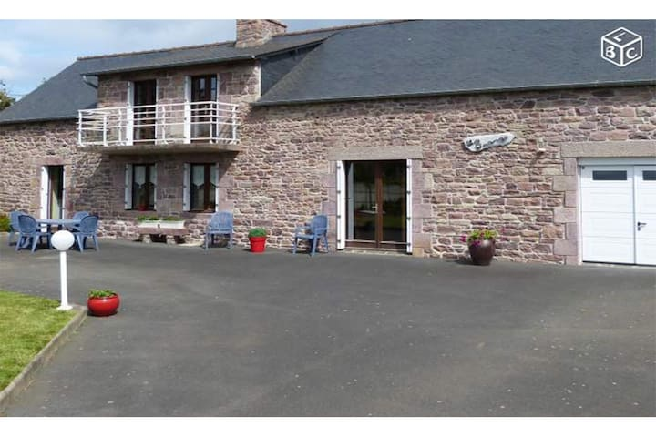 Beautiful house with garden in Pleherel-Plage - Fréhel - Huis