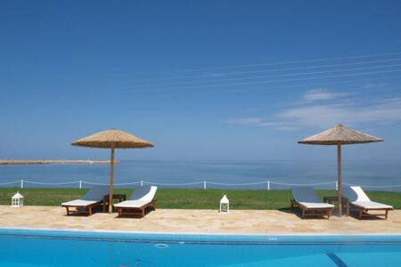 Kyparissia Blue Luxury Rooms&Suites - Kyparissia