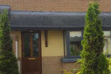 Cosy home within walking distance to beach - Bettystown - Ev