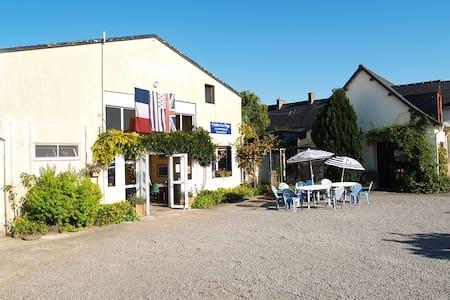 Accueil chaleureux–village côté de(close to)Dinan - Le Quiou