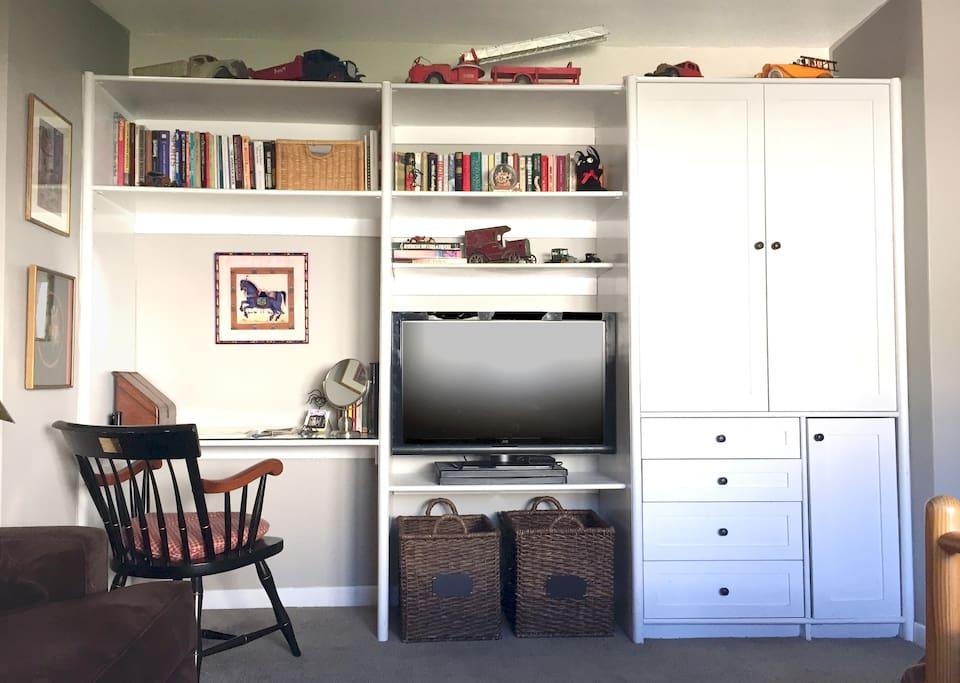 Built-in closet, drawers, flat-screen television, desk/vanity.