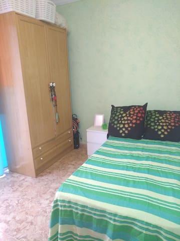 #02.Cozy Room near Ciudad de las Artes & the beach