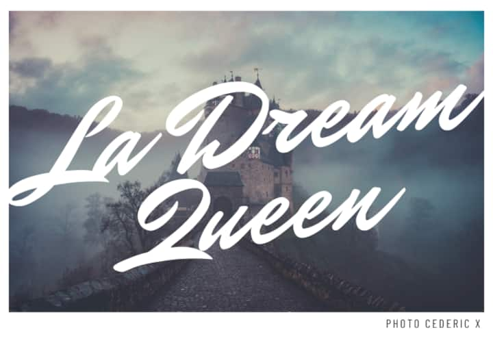 LA DREAM QUEEN, une grande chambre en ville.