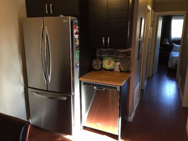 Room for rent monthly for June or July - Edmonton - Huoneisto