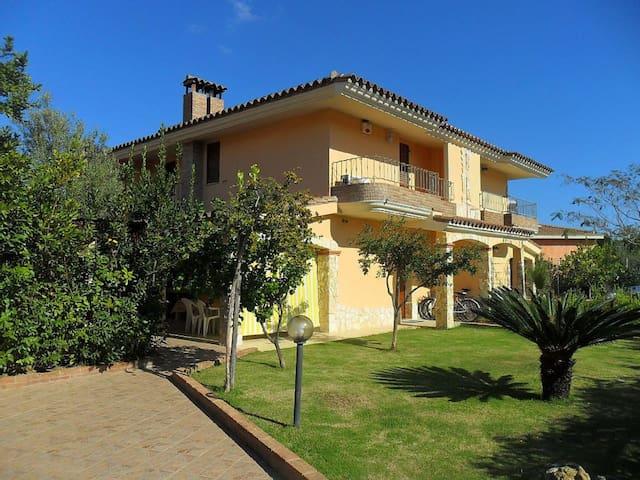 Casa vacanze 2/8 posti letto  - Castiadas - Vila