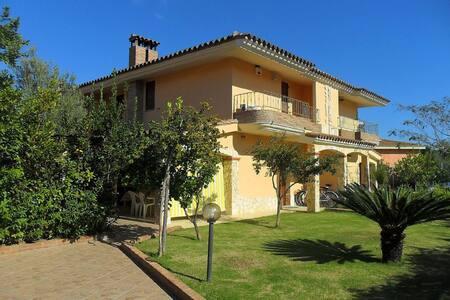 Casa vacanze 2/8 posti letto  - Castiadas - Вилла