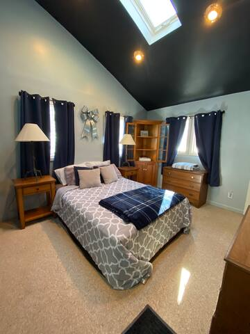 Master Bedroom: - Private entrance from outside deck  - Queen bed - Skylight