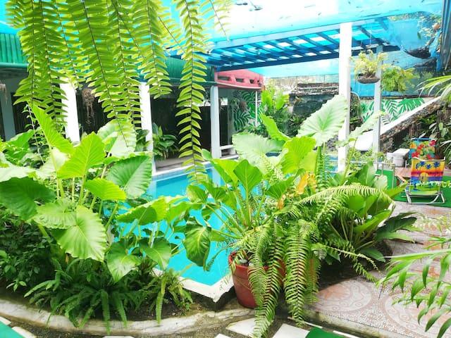 Binan,Laguna Home with Private Pool access
