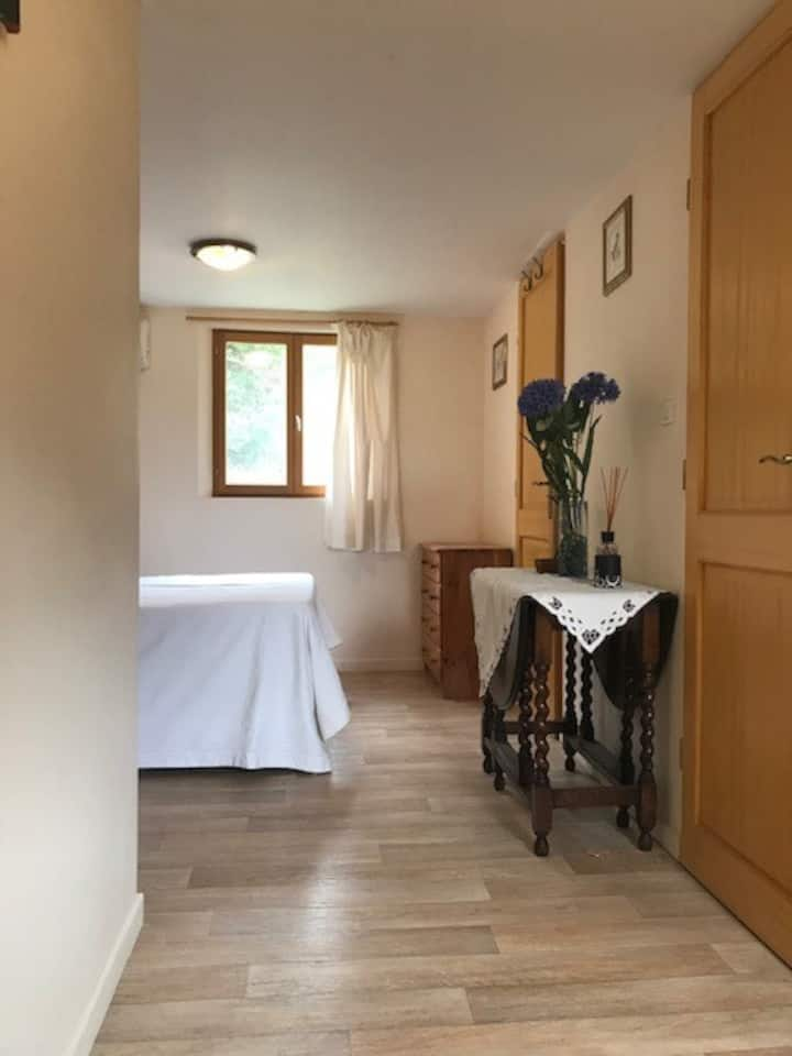 Pretty apartment, walking distance to town centre
