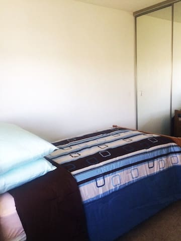 Cozy Bedroom Near San Leandro BART Station - San Leandro - Osakehuoneisto
