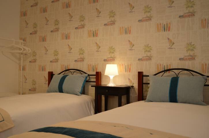 """Atlantic Beach House, Santa Cruz - Room """"SURF"""" - A dos Cunhados - Casa"""