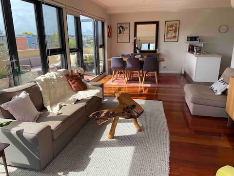 Heart of Yarraville, 6km to CBD (free parking)