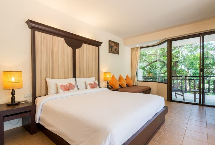 Deluxe Room@Patong Lodge Hotel, Phuket.