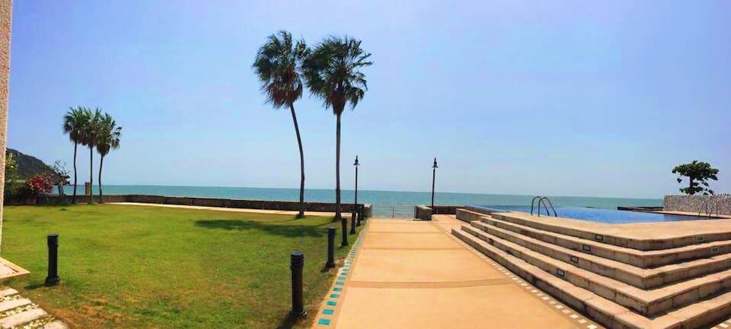 2 BR Seafront villa, infinity-edge pool, Hua Hin