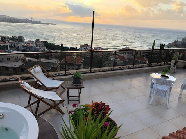 Stylish romantic loft with terrace / best sea view